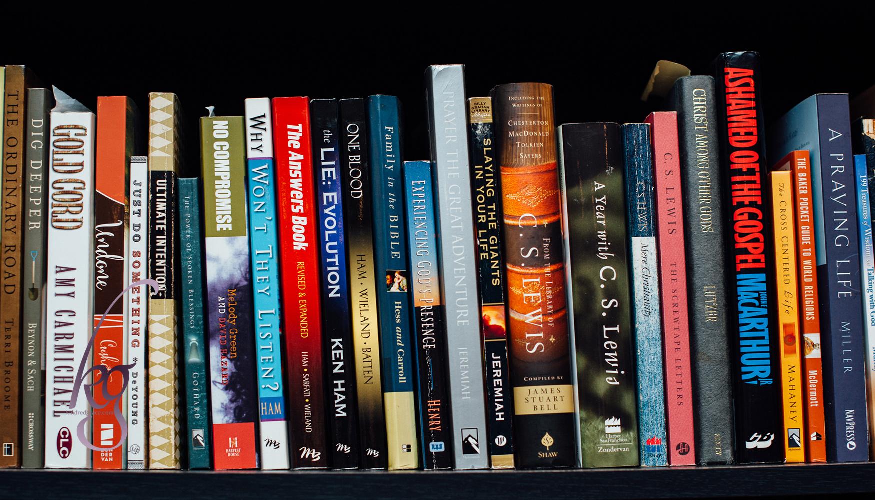 How to Declutter Your Bookshelf
